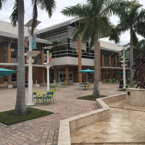 Fort Myers Regional Library Exterior Photo